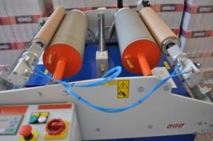 Převíjení stretch folie na stroji